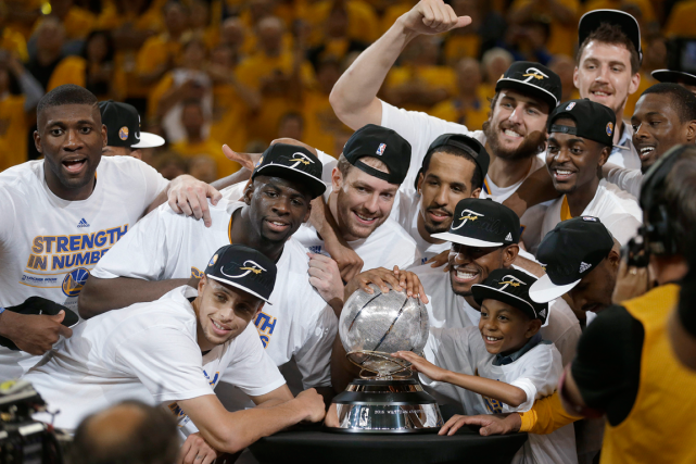 Les Warriors de Golden State sont les champions... (Photo Ben Margot, AP)