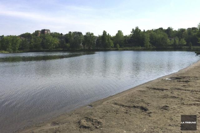 Un bassin de pêche d'une trentaine de mètres,... (Photo La Tribune, Luc Larochelle)