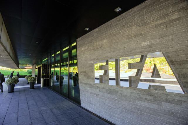 Tandis que Sepp Blatter se prépare pour l'élection présidentielle de la FIFA et... (Photo Sébastien Bozon, archives AFP)