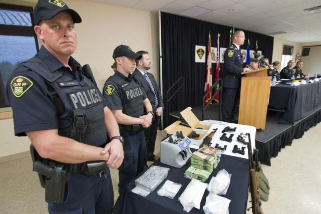 Des agents de la Police provinciale de l'Ontario... (Ryan Remiorz, La Presse Canadienne)