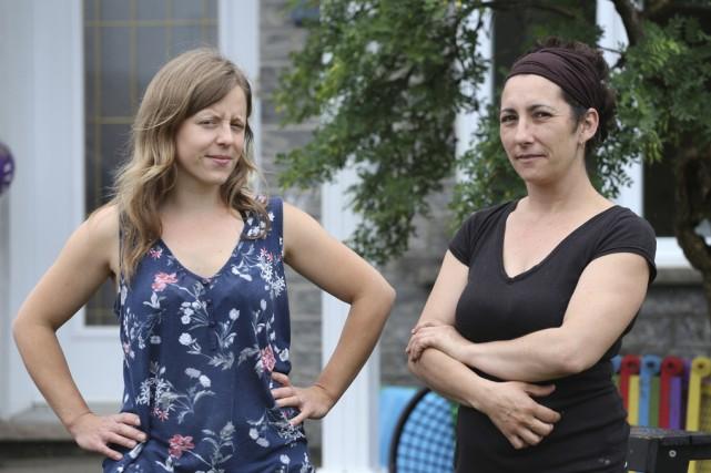 Michèle Pelletier et Nathalie Jacques ont lancé une... (photo Alain Dion)