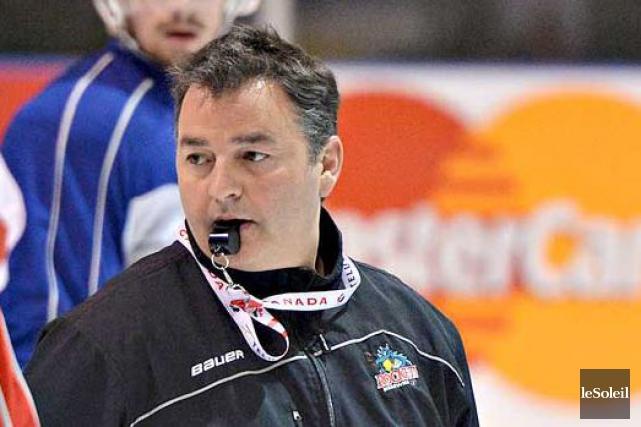 L'entraîneur-chef Dan Lambert... (Le Soleil, Patrice Laroche)