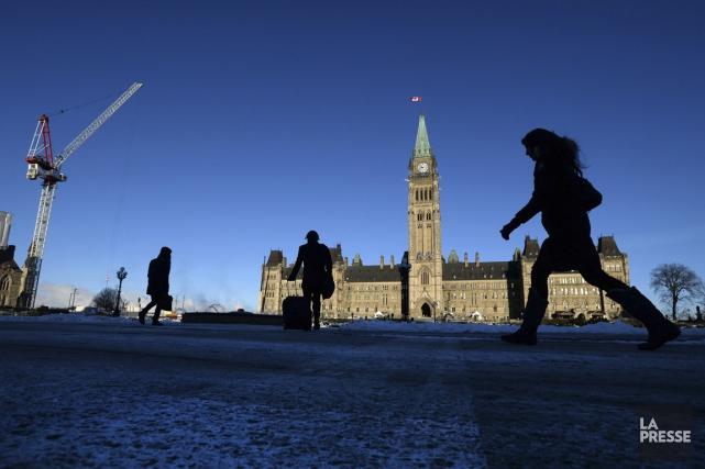 Les fonctionnaires seront notamment tenus de fournir leurs... (PHOTO SEAN KILPATRICK, ARCHIVES LA PRESSE CANADIENNE)
