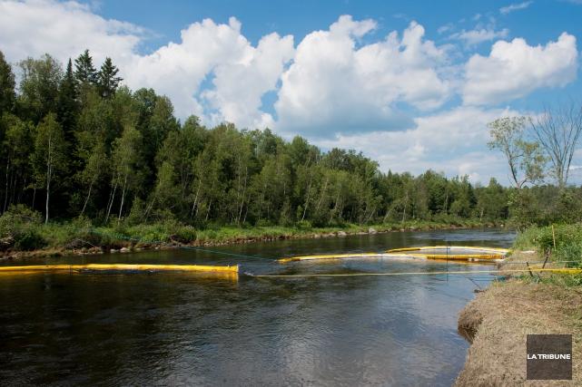 Le ministère de l'Environnement procède à de nouveaux échantillonnages de la... (Archives La Tribune, Jessica Garneau)