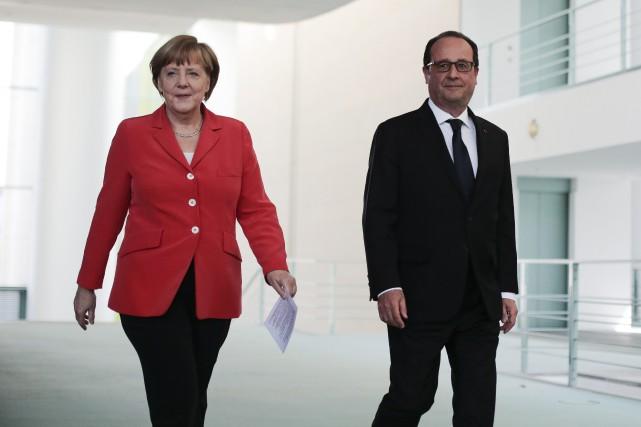 Angela Merkel aux côtés de François Hollande... (Photo Markus Schreiber, AP)