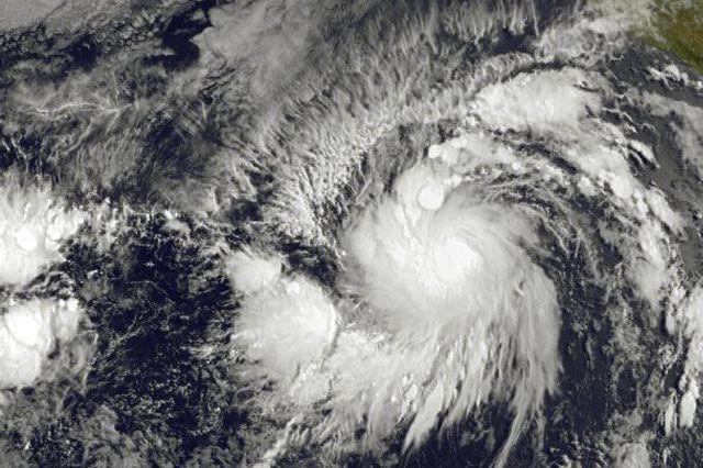 Vendredi après-midi, le phénomène se trouvait à presque... (PHOTO AFP/NOAA-NASA)