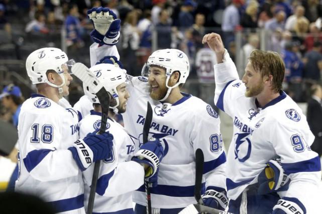 Les joueurs du Lightning ont réussi à contenir... (Frank Franklin, Associated Presse)