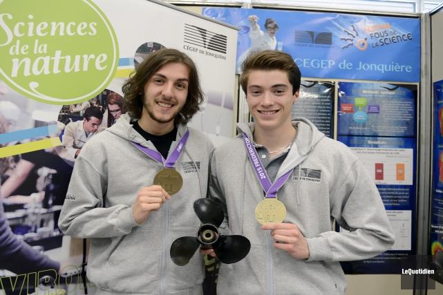 Frédéric Maltais et Patrick Lévesque, lauréats d'une médaille... (Photo Le Quotidien, Jeannot Lévesque)