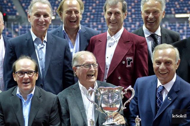 Des membres des Remparts de 1971 , champions... (Le Soleil, Pascal Ratthé)