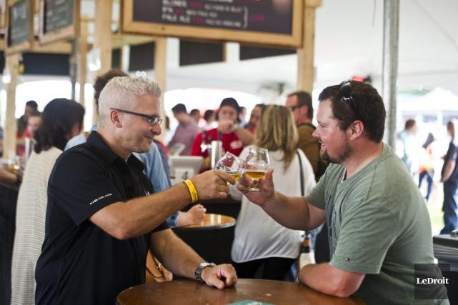 Les amateurs de bière de microbrasserie Martin Lapointe... (Martin Roy, LeDroit)