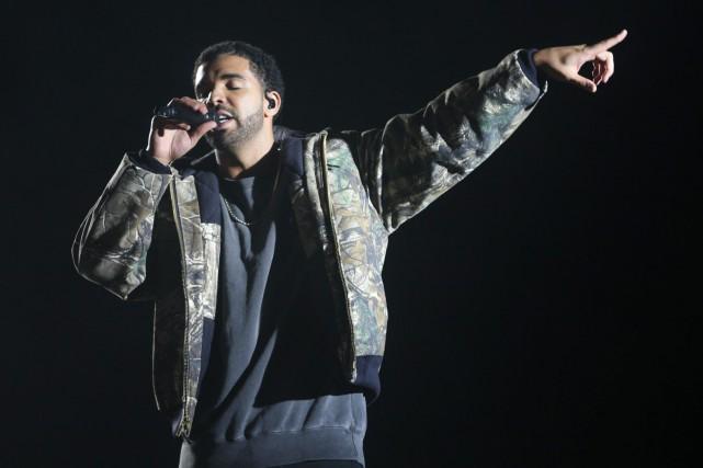 Drake lors d'un spectacle au festival Coachella.... (Photo Rich Fury, Invision/AP)