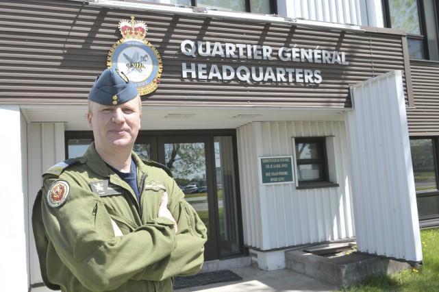 Le colonel Érick Simoneau, commandant de la 2e... (Photo Le Progrès-Dimanche, Rocket Lavoie)