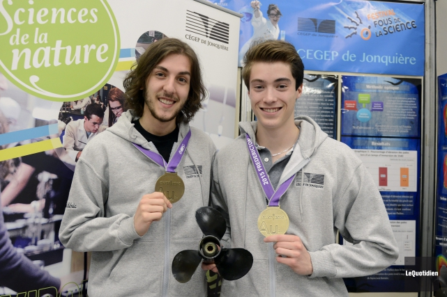 Frédéric Maltais et Patrick Lévesque, lauréats d'une médaille... ((Photo Le Quotidien, Michel Tremblay))