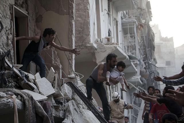 Au total, 141 civils ont été tués samedi... (PHOTO KARAM AL-MASRI, AFP)