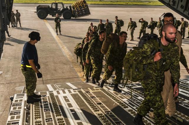Les membres de l'Équipe d'intervention en cas de... (Courtoisie Forces canadiennes, Cynthia Wilkinson)