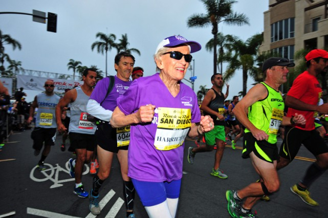 Harriette Thompson s'est mise au marathon pour participer... (Photo: AP)