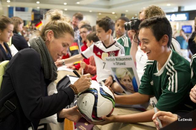 L'équipe féminine de soccer d'Allemagne est arrivée à... (Martin Roy, LeDroit)