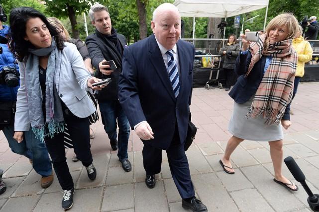 Mike Duffy, à son arrivée en cour, le... (Photo Sean Kilpatrick, PC)