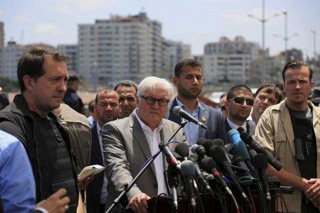 Frank-Walter Steinmeier en conférence de presse à Gaza... (Photo: AP)