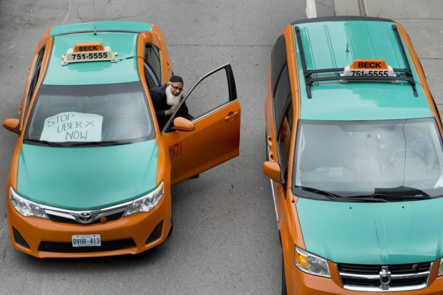 Des chauffeurs de taxi ont manifesté dans les... (PHOTO NATHAN DENETTE, PC)