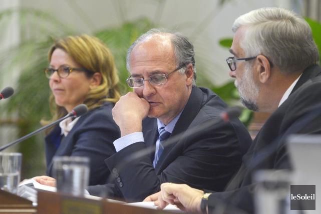 Les trois élus de l'opposition à l'hôtel de... (Le Soleil, Jean-Marie Villeneuve)