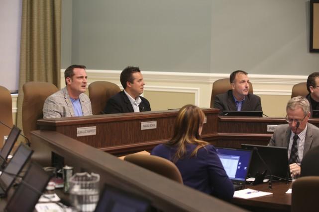 Le conseil municipal de Granby a abandonné hier... (photo Janick Marois)