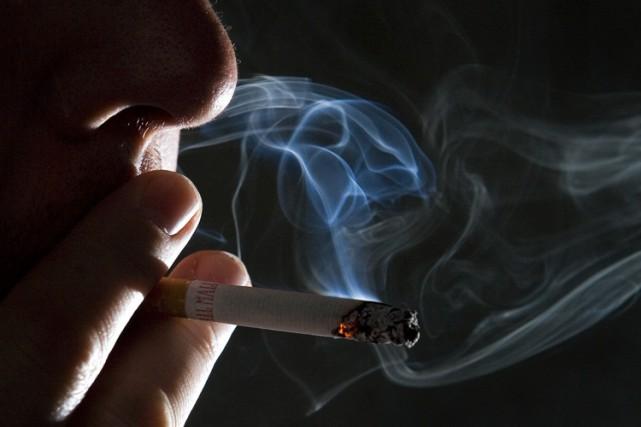 Le juge considère que les cigarettiers ont menti... (PHOTO BLOOMBERG)