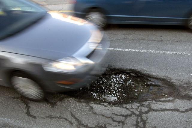 La route 105, à Chelsea, fait partie dutop-12des pires artères de la... (Photo Robert Skinner, archives La Presse)