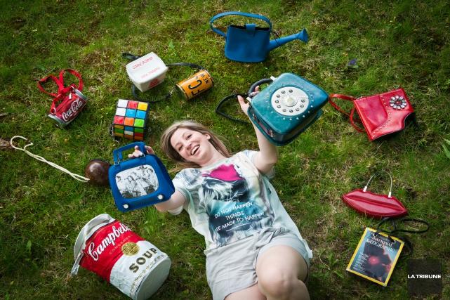 L'animatrice de radio Valérie Ambeault collectionne les sacs... (Imacom, Jessica Garneau)