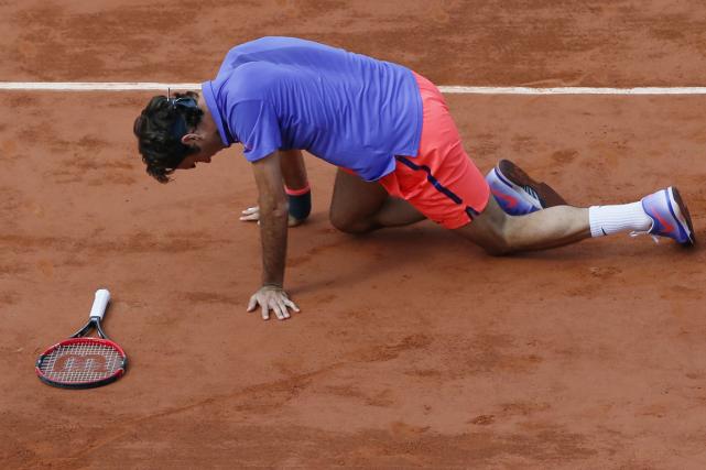 C'est la troisième année d'affilée que Roger Federersubit... (Photo Patrick Kovarik, AFP)