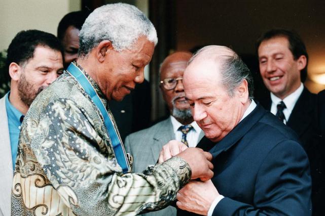 Le président de la FIFA Joseph Blatter (à... (Photo Andreas Vlachakis, archives AFP)