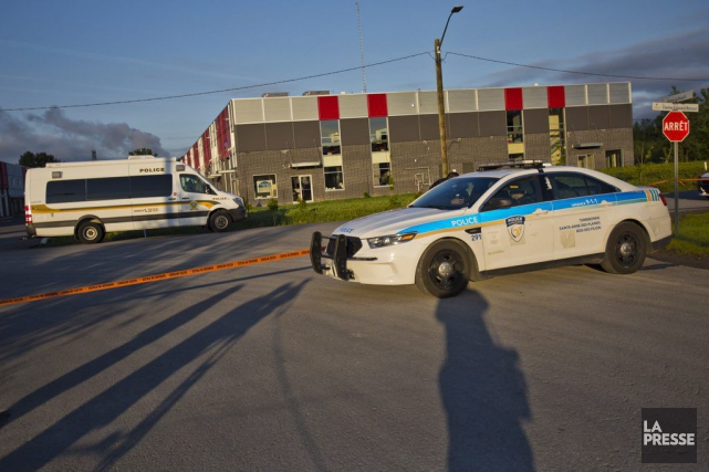 L'automobile était immobilisée dans un stationnement de la... (PHOTO FÉLIX O.J. FOURNIER, COLLABORATION SPECIALE)