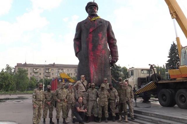 Selon des images diffusées sur l'internet, la statue... (PHOTO TIRÉE DE TWITTER)