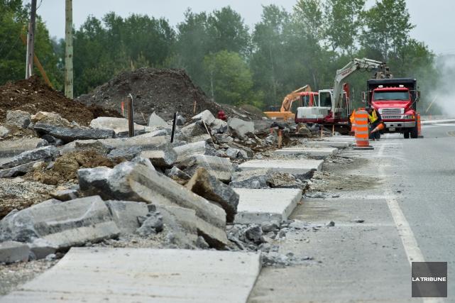 La Ville de Sherbrooke a entrepris des travaux de correction sur les trottoirs... (Imacom, Jessica Garneau)