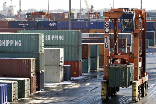 Le déficit commercial canadien s'est stabilisé à 655 millions de dollars... (PHOTO ARCHIVES BLOOMBERG)