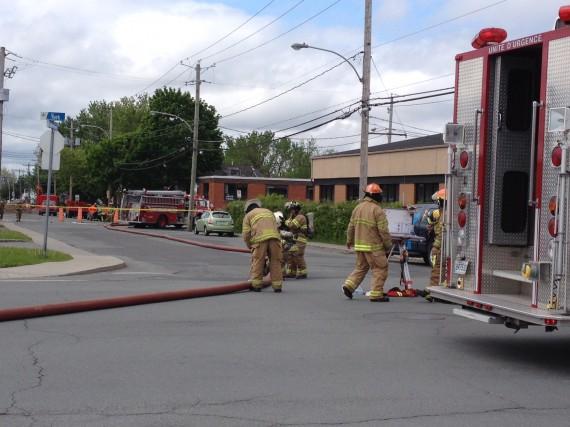 Les pompiers sont intervenus pour maîtriser une importante... (Photo Janick Marois)