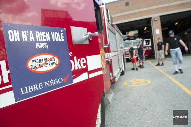 Le Syndicat des pompiers et pompières du Québec (SPQ-FTQ) se tourne vers les... (Archives La Tribune, Julien Chamberland)