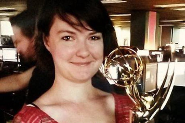 Kate Chappell pose avec le Emmy qu'elle a... (Photo: PC)