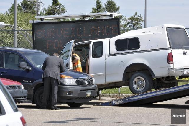 Les agents ont notamment saisi trois véhicules lors... ((Photo Le Quotidien-Rocket Lavoie))