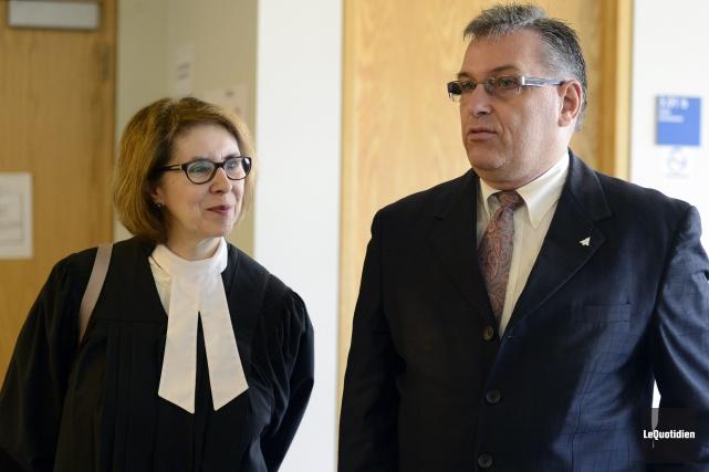 Me Estelle Tremblay et André Poulin, président de... ((Photo Le Quotidien, Jeannot Lévesque))