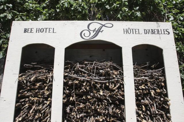 L'«hôtel» d'abeilles, rempli de branches d'arbres, a été... (Patrick Woodbury)