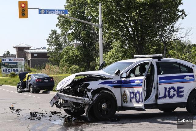 La collision entre la voiture du policier et... (Patrick Woodbury, LeDroit)