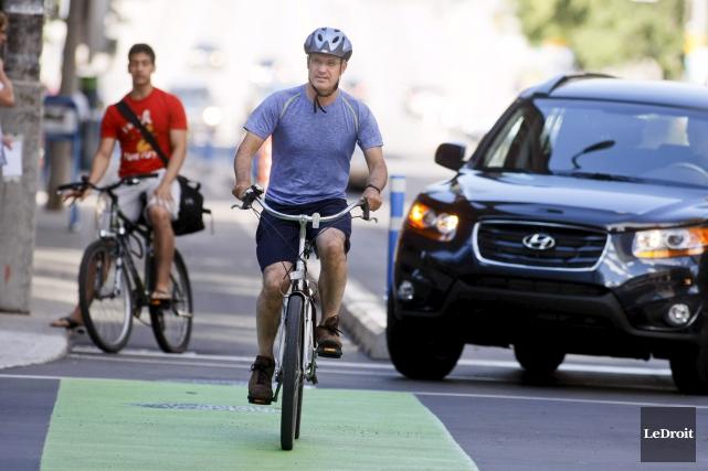 Après la rue Laurier, une seconde piste cyclable... (Martin Roy, Archives LeDroit)