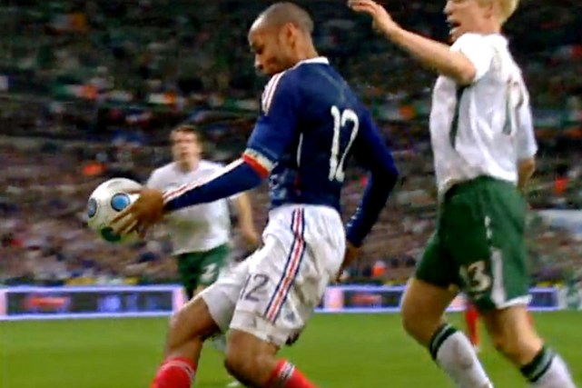 Une main de Thierry Henry avait permis à... (Photo archives AFP)