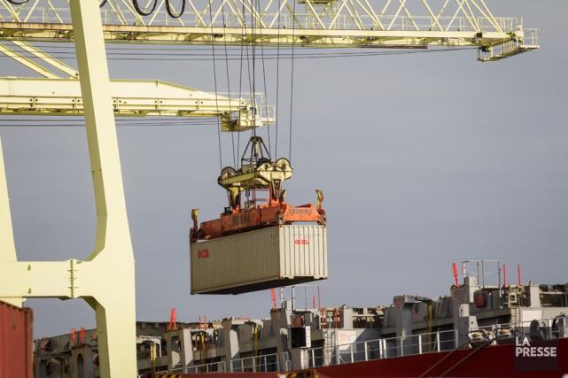 Les exportations canadiennes ont diminué de 1% entre... (PHOTO OLIVIER PONTBRIAND, ARCHIVES LA PRESSE)