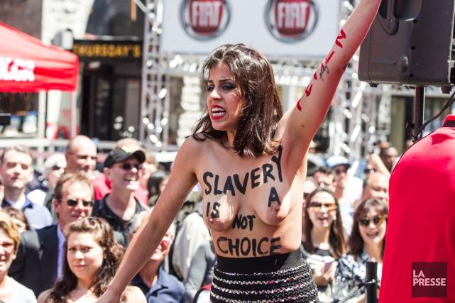 Une des militantes FEMEN aux festivités du Grand... (PHOTO HUGO-SÉBASTIEN AUBERT, LA PRESSE)