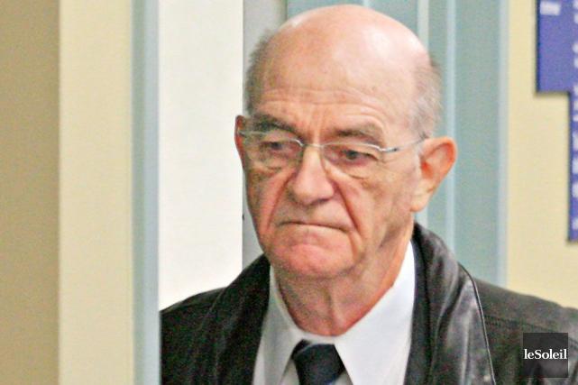 Le père Jean-Claude Bergeron... (Photothèque Le Soleil, Pascal Ratthé)