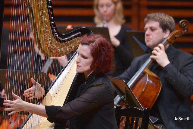 La harpiste Valérie Milot et les Violons du... (Le Soleil, Jean-Marie Villeneuve)