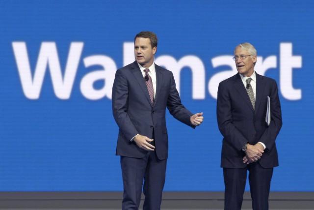 Le chef de la direction de Walmart,Doug McMillon,... (Photo Danny Johnston, Associated Press)