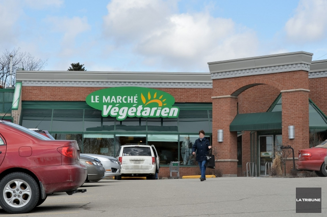 Les magasins Marché Végétarien passent officiellement aux mains d'une... (Archives La Tribune, Jessica Garneau)